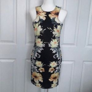 Dresses & Skirts - Gorgeous floral printed bodycon dress